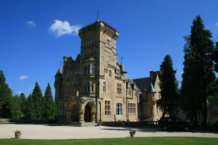 Stunning Castle Apartment in Central Scotland