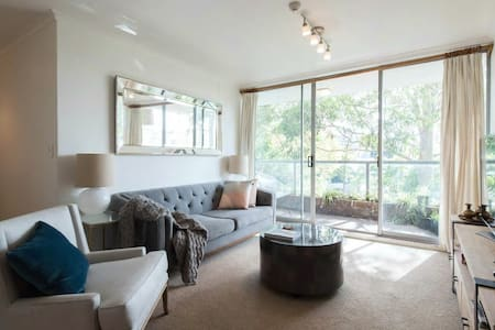 Stylish Lower North Shore Apartment