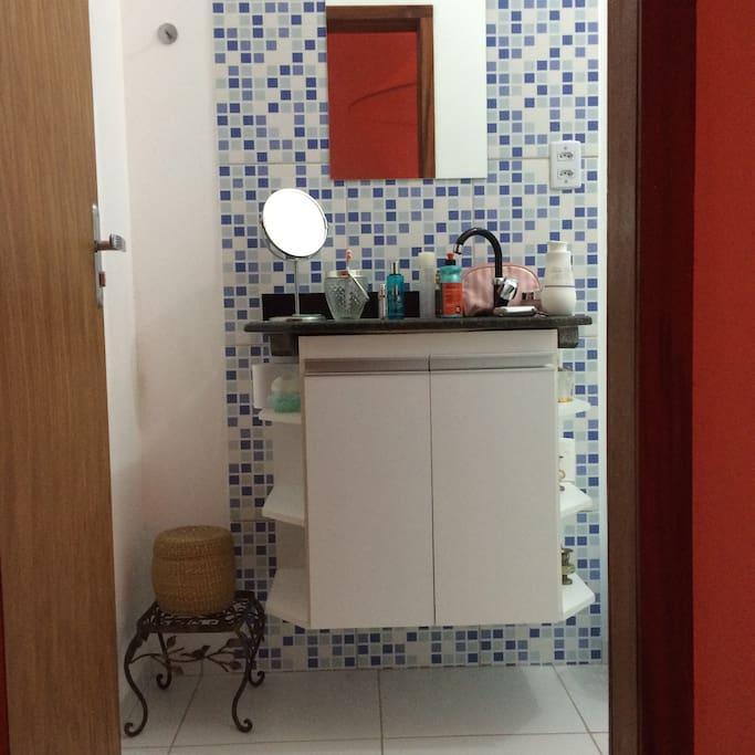 Banheiro da suíte, mais fotos a seguir.