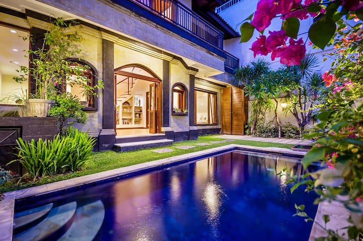 Villa Ivy - 3bedroom 6 min to Seminyak and Canggu.