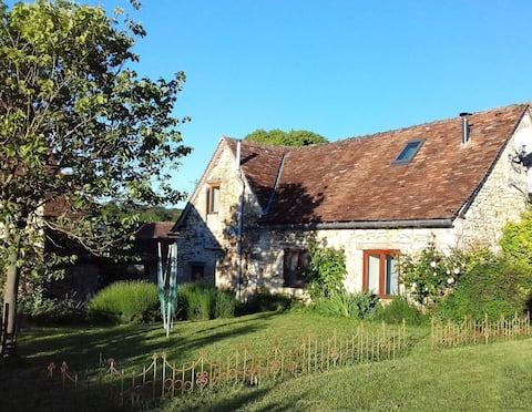 Maison de charme à la campagne avec jardin et cour