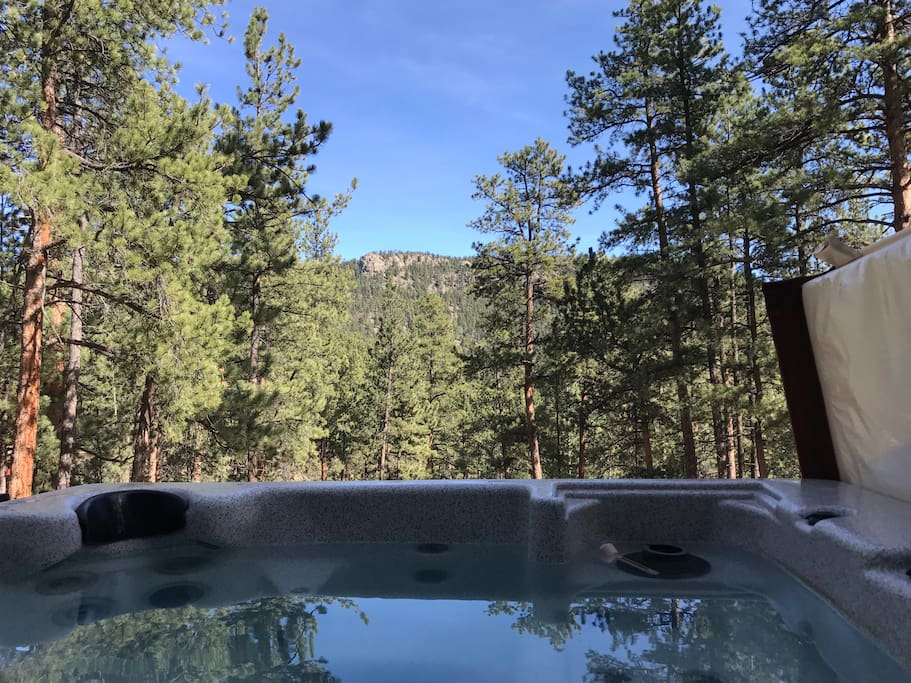 Jetted hot tub to enjoy the mountain views during the day and the stars at night