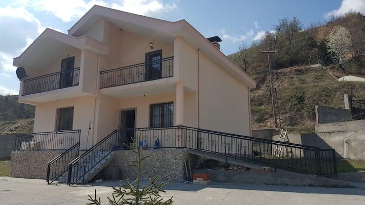 Rrethi I Tropojës Villa