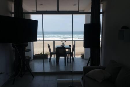 Depa nuevo con muebles nuevo frente al mar. 2 dorm