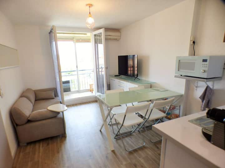 Appartement neuf, 1 chambre + coin nuit, climatisation, plage des Sablettes à pied