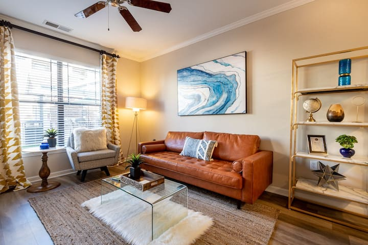 Clean, comfortable apartment | 1BR in Raleigh