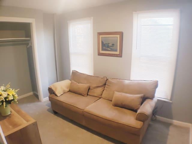 2nd Bedroom/Sitting Area