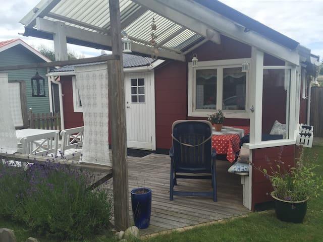 Mysig liten stuga vid havet - Mellbystrand - Blockhütte