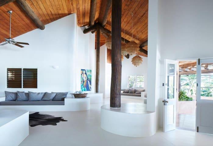 Villa Malolo 4 bedroom Fiji Island luxury.