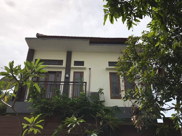 Seminyak Cozy House close to 66 beach