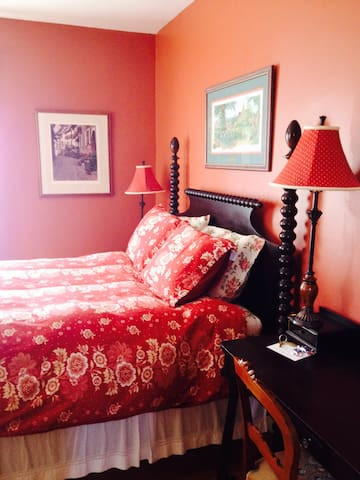 James Place Inn Bed and Breakfast (Rose Room)