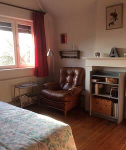 Chambre confortable au calme, vue sur la campagne - Ittre