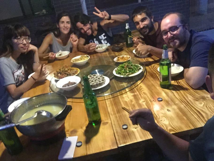 住店盆友和国际友人,拼餐游戏。