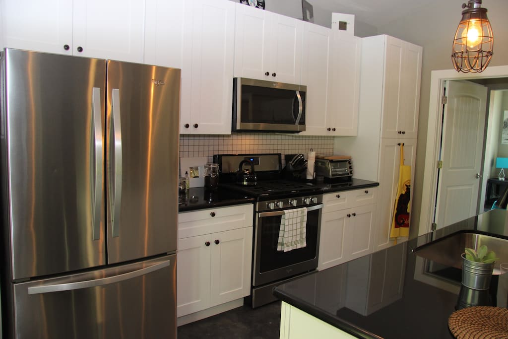 Modern Kitchen with all the amenities.