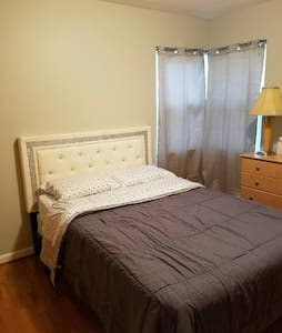 Rocky River Single Room - RNC Week - Rocky River - Hus