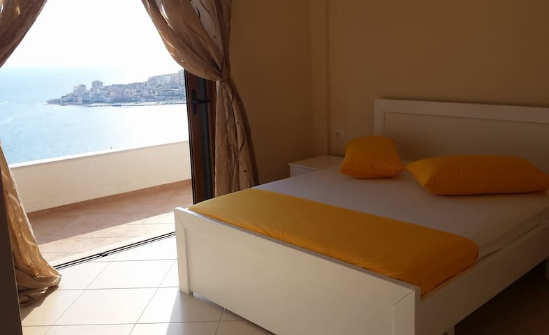 Amazing view,quiet & nice  place - Sarandë - Apartment
