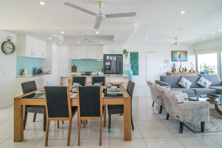 ZEN BY THE WATER - Darwin's Premier Ocean View Family Retreat in the CBD