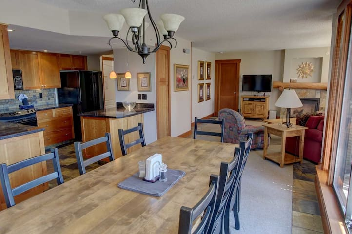 Prime Mountain View!  Walk-to-Ski, sleeps 6 (509)