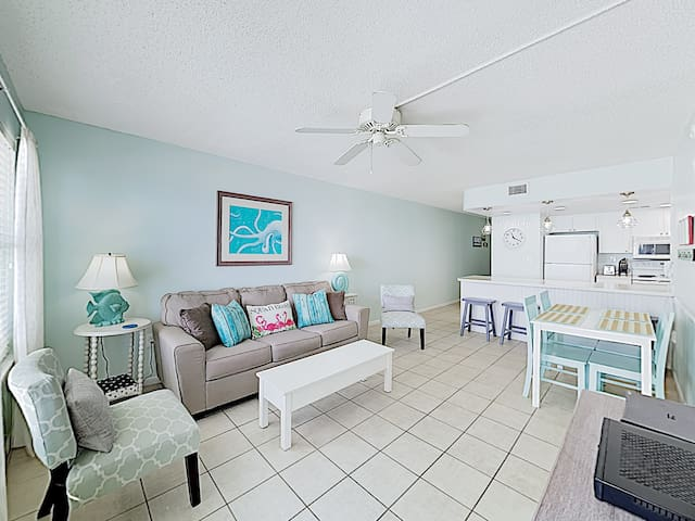 Absolute Gulf Front 2BR w/ Pool