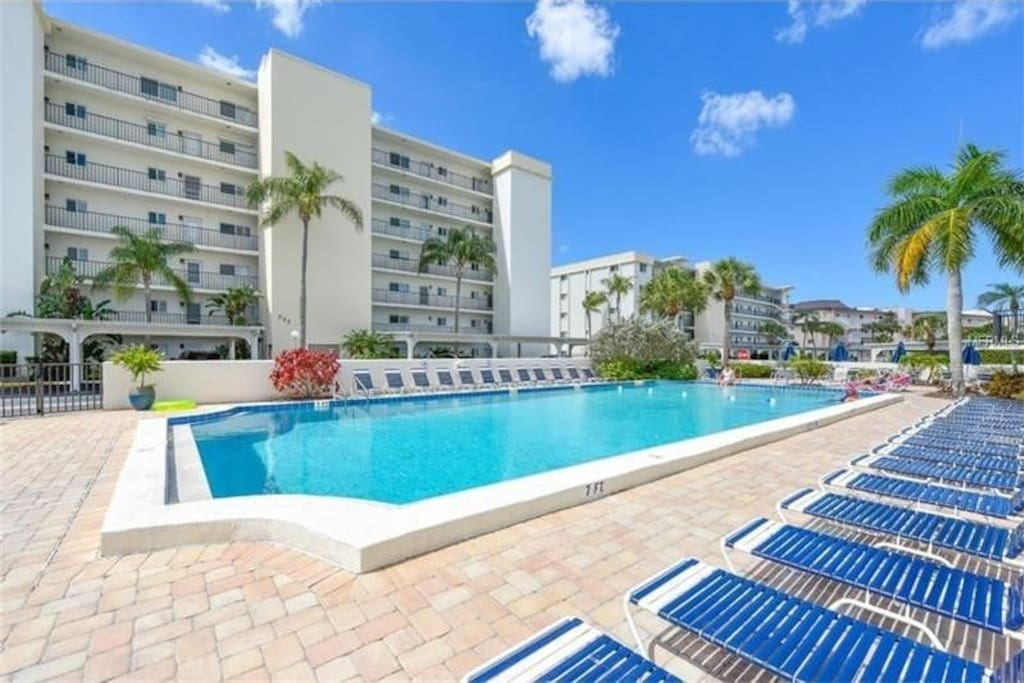 Beautiful 2 Bedroom Condo At Crescent Royale Condominiums For Rent In Siesta Key Florida