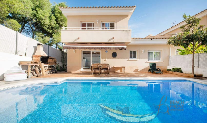 R52 - Modern house with pool in Segur de Calafell - Calafell - Casa