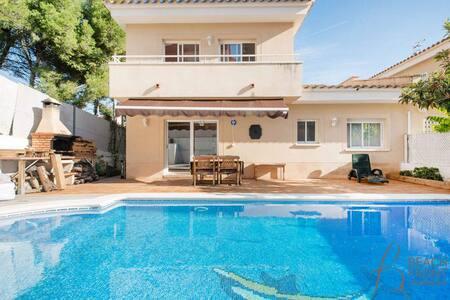 R52 - Modern house with pool in Segur de Calafell - Calafell - Casa
