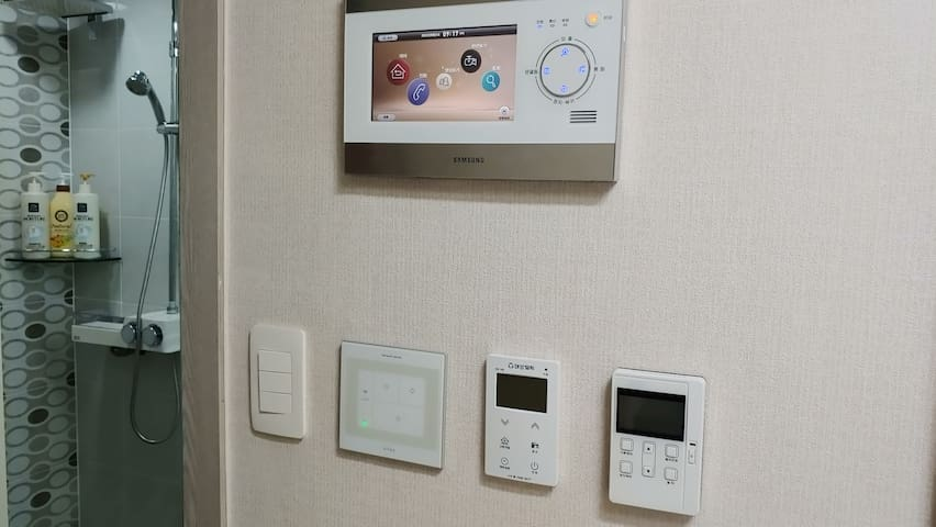 홈오토시스템, home autosystem 우측부터 환기, 난방, 전등, 욕실 switch