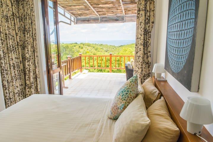 Private Room in Beautiful Villa: Delapan