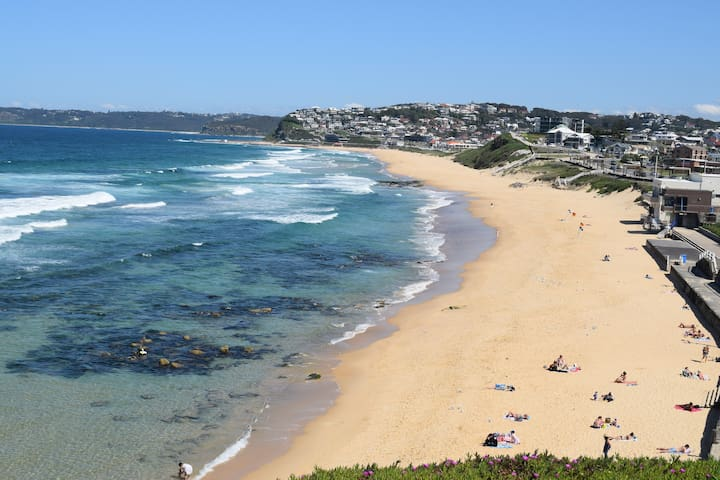 Beach-side escape, available for V8 supercar week! - The Junction - House