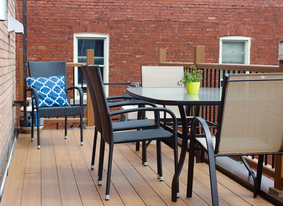 Your own outdoor space with table for 6 and BBQ
