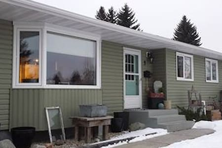 Entire renovated basement available - Sherwood Park - Huis