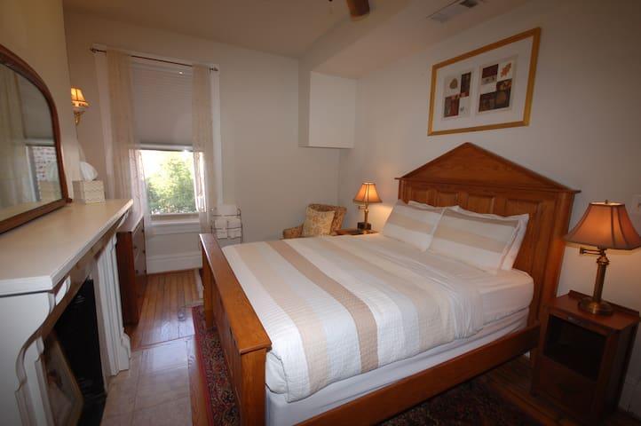 Cardozo Guesthouse, Duxbury Room