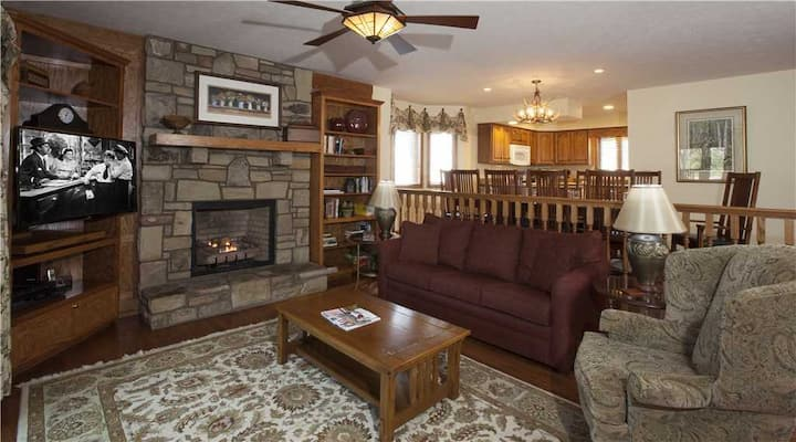 Smokies 3 Chetola Resort 4 BR Condo with access to full resort amenities including heated indoor pool and fitness center