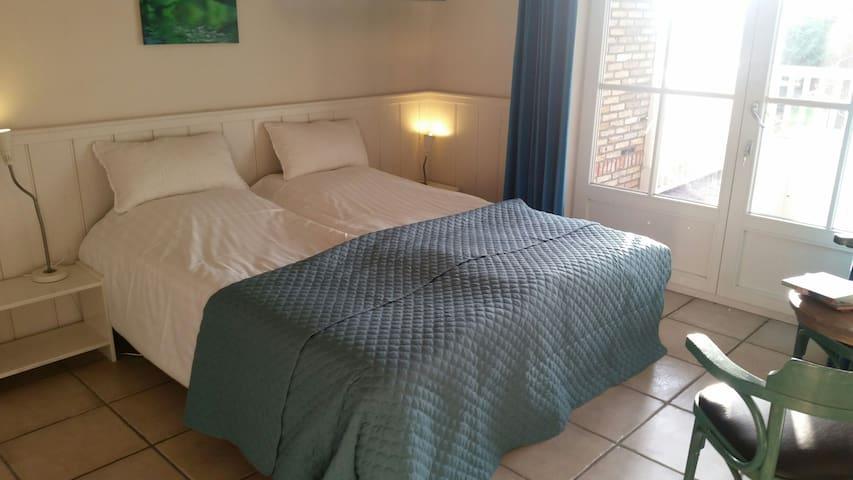 Ruim licht beneden appartement in B&BVakantiehuis - De Koog - Appartement
