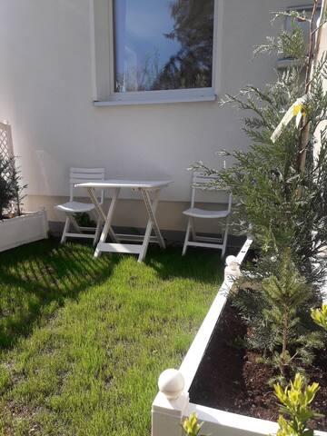 Ruhiges Zimmer mit kl. Gartenecke und Stellplatz