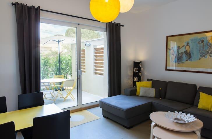 Cozy apartment with private patio / Chez MDV