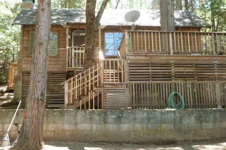 Camp Nelson Treehouse River Cabin - Springville