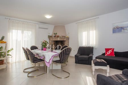 Holiday House Leonida - Valtura - Flat