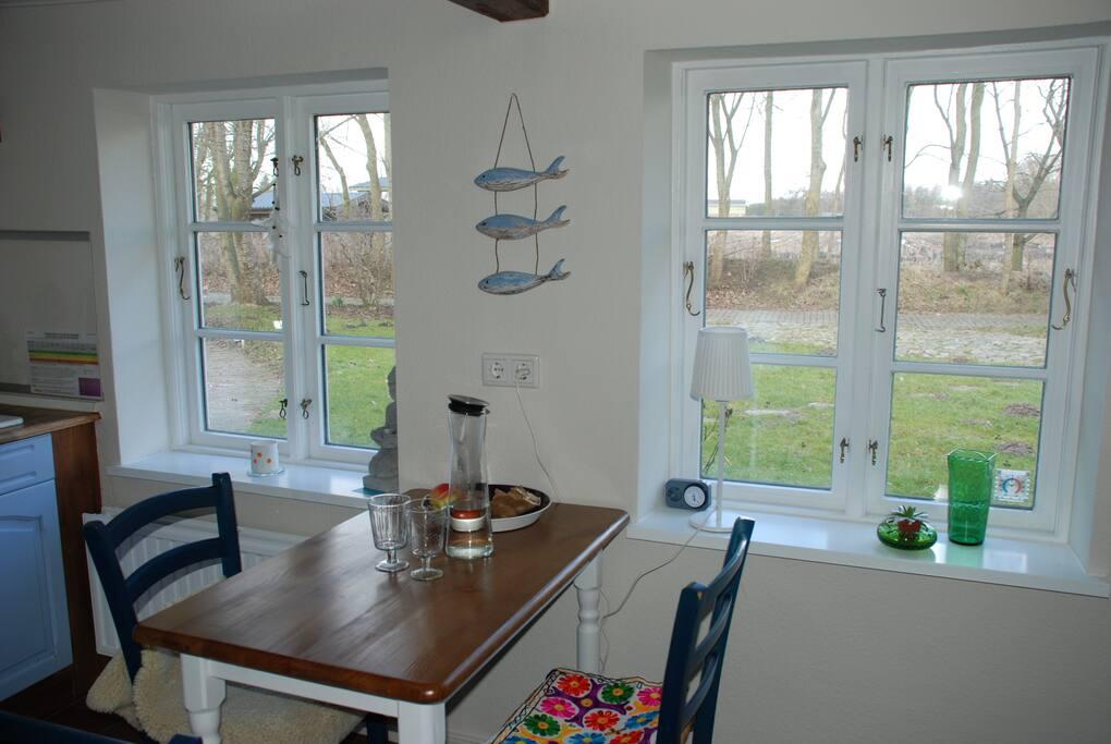 Küche mit kleinem Essplatz