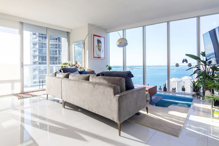 Luxurious 2/2 Corner Unit w/ Panoramic Ocean Views