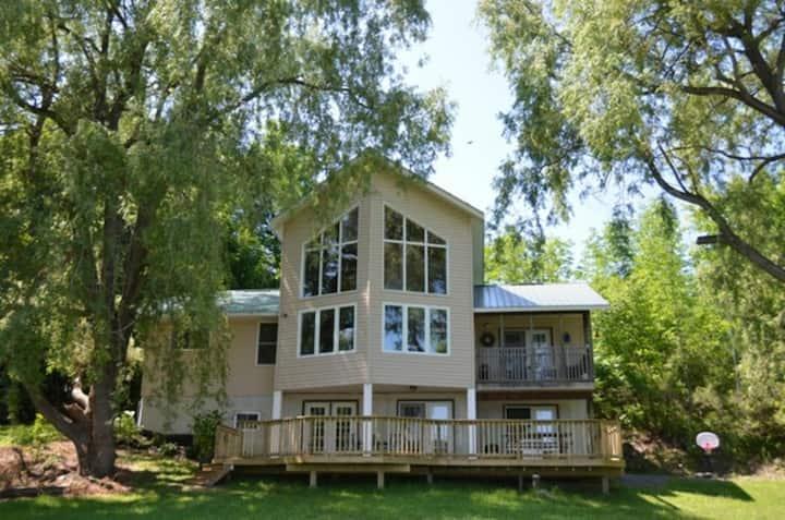 Premier Kingsford Lake House