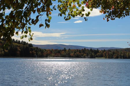 Lakefront Cottage For Two On Tinmouth Pond