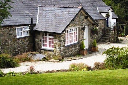 Single storey stone cottage - Gwynedd