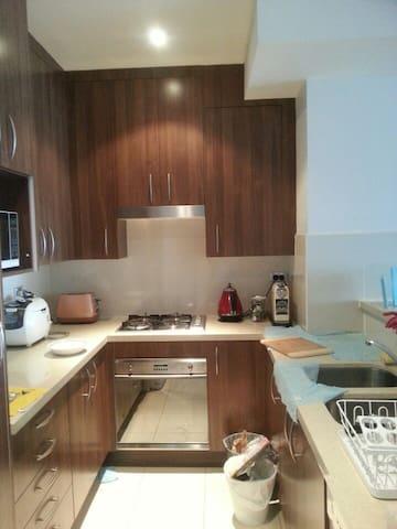 조용한잠자리 세탁기 냉장고 티비 자유롭게 이용 - Rhodes - Apartament