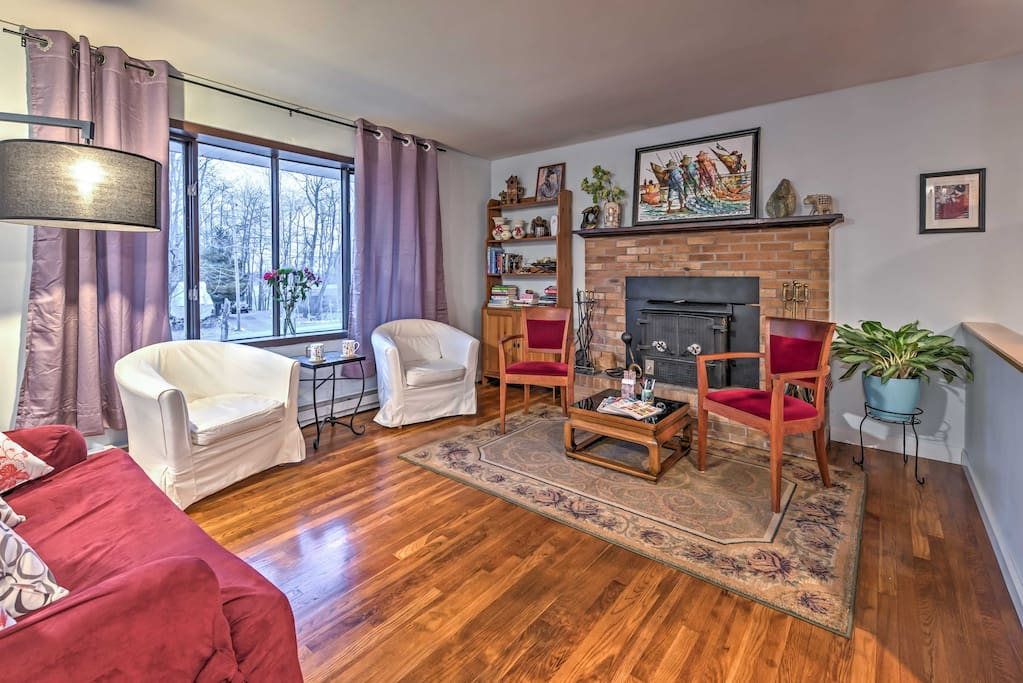 You'll immediately feel at home in the vibrant living room that includes a couch, 2 armchairs and a wood-burning fireplace.