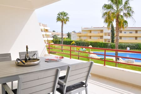 2BR Modern, Pool Access, Close to Marina & Beach