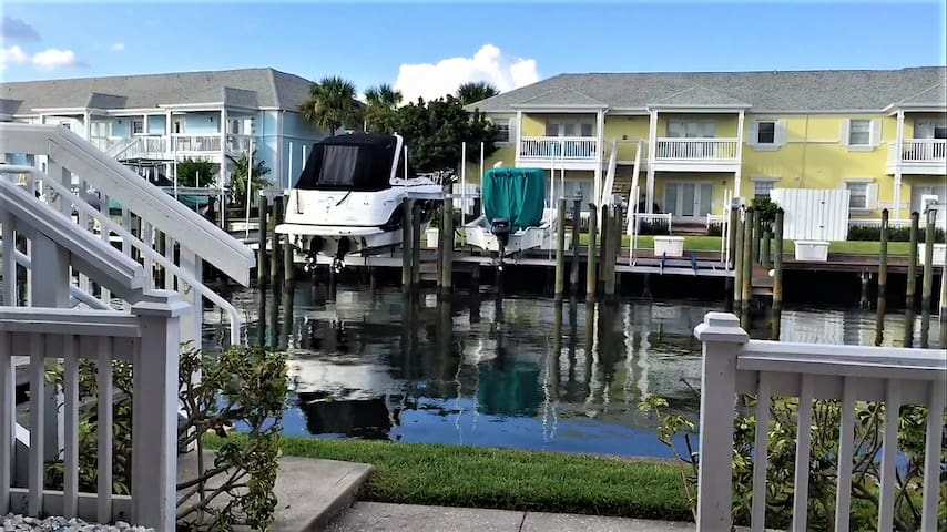 Resort style waterfront living on Coquina Key!