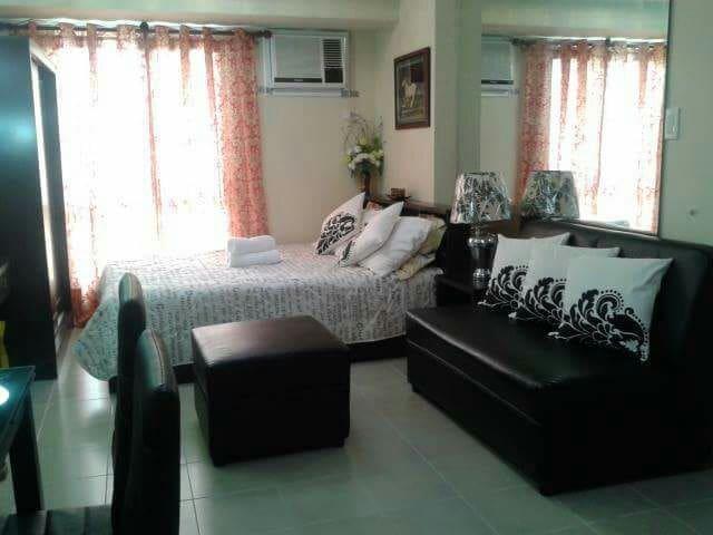 Condo At San lorenzo - Makati - Apartment