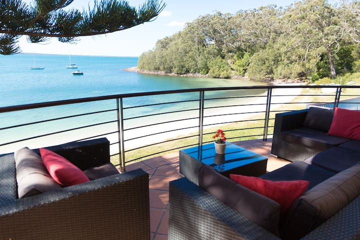 Exclusive beachfront apartment with glorious views