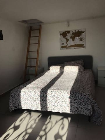 Cosy room close to downtown Paris